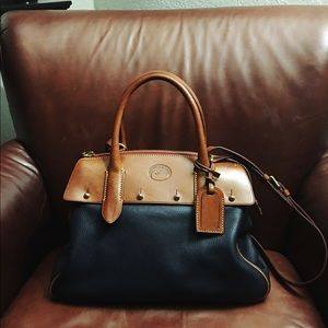 Dooney & Bourke small Wilson